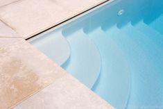 Buitenzwembad, betonnen zwembad bij moderne woning