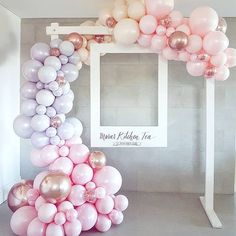 Balloon or bubble frame around oversized poloroid frames for photo booth - . - Pyjamaparty - Balloon or bubble frame around oversized poloroid frame for photo booth – bubble frame - Polaroid Photo Booths, Photo Booth Frame, Diy Polaroid, Photobooth Backdrop Diy, Photo Booth Stand, Shower Party, Bridal Shower, Shower Gifts, Wedding Scene