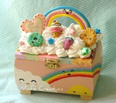 Kawaii box - Le Ninfe Creation by LeNinfe, via Flickr Kawaii Crafts, Kawaii Diy, Kawaii Cute, Cute Crafts, Diy And Crafts, Kawaii Stuff, Cute Polymer Clay, Cute Clay, Polymer Clay Charms