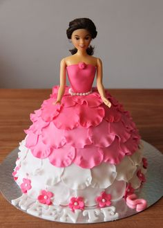 Barbie fan and cake decorators Doll Birthday Cake, Barbie Birthday, Princess Birthday, Fancy Cakes, Cute Cakes, Yummy Cakes, Fondant Cakes, Cupcake Cakes, Fruit Cakes