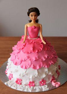 Barbie Taarten....leuk voor op mijn  kinderfeestjes.... - www.hierishetfeest.com