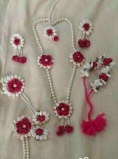 Indian Wedding Jewelry, Bridal Jewelry, Flower Jewelry, Flower Ornaments, Bridal Mehndi Designs, Diy Hair Accessories, Bridal Flowers, Wedding Wear, Flower Decorations