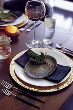 Think out of the box: add unique materials to your table top for a uncommon, yet, chic style
