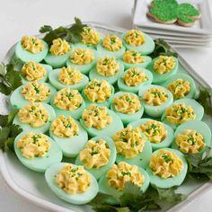 Green devilled eggs for St Patrick's Day party. Really simple – all you need… Green devilled eggs for St Patrick's Day party. Really simple – all you need is some food colouring! Deco St Patrick, Sant Patrick, Holiday Treats, Holiday Recipes, St Patrick's Day Appetizers, Irish Appetizers, Beef Appetizers, Appetizer Recipes, Beste Cocktails