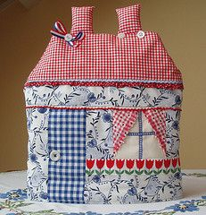 Material little house Tea Cosy
