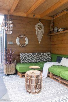 Accessoires in Bali en Ibiza stijl voor in de tuin | InteriorTwin Garden Pool, Terrace Garden, Backyard Patio, Rooftop Terrace, Outdoor Rooms, Outdoor Furniture Sets, Outdoor Decor, Porch Veranda, Ibiza Fashion