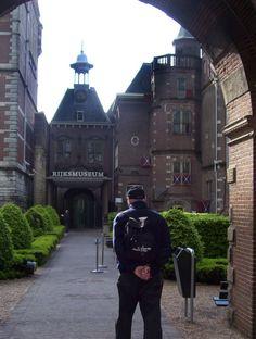 Bob makes his way into the Rijksmuseum