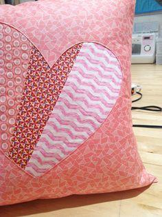 sew: patchwork heart pillow tutorial || imaginegnats.com