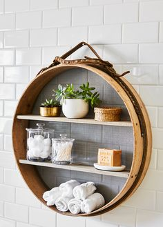48 Amazing Flea Market Projects, Hacks, and Revamps Give your bath (or any room in the house) a storage boost by turning an antique grain sifter into a smart shelving unit. Vintage Diy, Flea Market Decorating, Decorating Ideas, Decor Ideas, Decorating Kitchen, Flea Market Finds, Fleas, Diy Furniture, Furniture Refinishing