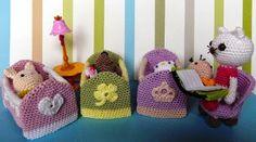 2000 Free Amigurumi Patterns: Little baby dolls with cribs