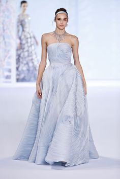 Purple Ralph and Russo spring 2016 Couture Ralph & Russo, Couture Fashion, Runway Fashion, Fashion News, Blue Fashion, High Fashion, Fashion Show, Beautiful Gowns, Beautiful Outfits