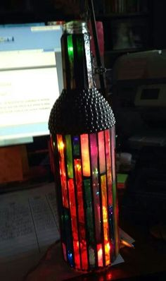 Make a full lamp out of a wine bottle Painted Wine Bottles, Lighted Wine Bottles, Painted Wine Glasses, Bottle Lights, Glass Jars, Wine Bottle Corks, Glass Bottle Crafts, Diy Bottle, Mosaic Bottles