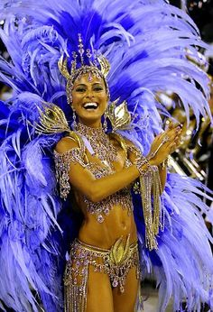 This is a woman celebrating Carnival in Rio de Janeiro. Carnival was brought to Brazil in 1723 by Portuguese immigrants. Brazilians celebrate similarly to most other celebrations how every they go all out with costumes and festivities. Carnival Girl, Carnival Outfits, Rio Carnival Costumes, Rio Carnival Dancers, Brazilian Carnival Costumes, Carnival Makeup, Burlesque Costumes, Halloween Costumes, Trinidad Carnival