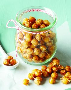Garlic Parmesan Roasted Chickpeas - Clean Eating - Salty Parmesan and pungent garlic mingle with crunchy roasted chickpeas in our reader's winning recipe, which she created for her nut-allergic sons. Clean Eating Recipes, Clean Eating Snacks, Healthy Snacks, Healthy Eating, Healthy Recipes, Real Food Recipes, Cooking Recipes, Yummy Food, Cooking Time