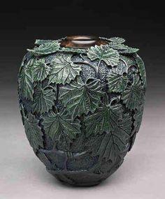 Incredible Carved Wooden Vessels: Dixie Biggs Creates Lathe-Turned, Leaf-Embellished Art #woodturninglatheart
