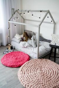 Small Round Rugs, Teepee Bed, Baby Room Furniture, Furniture Ideas, Knit Rug, Nursery Crib, Circle Rug, House Beds, Kid Beds