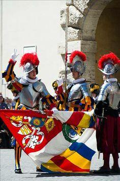Photo -- New Swiss Guard swears solemn oath Santa Sede, Swiss Guard, Vatican Rome, Honor Guard, Men In Uniform, Mexican Art, Religion, Modern Warfare, My Heritage