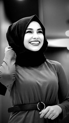Arab Girls, Muslim Girls, Muslim Couples, Muslim Women, Hijab Fashion Summer, Modest Fashion Hijab, Muslim Fashion, Muslim Couple Photography, Horse Girl Photography