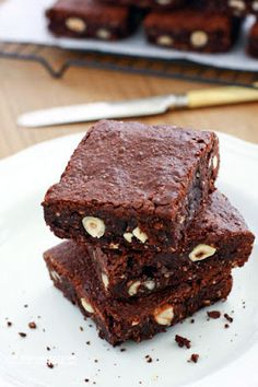 Hazelnut Brownies : Here's the second recipe I developed for BRAVACASA: Hazelnut Brownies. These brownies fall into the fudgy category, with a moist and intensely No Bake Brownies, Cheesecake Brownies, Gluten Free Treats, Healthy Treats, Healthy Food, Brownie Recipes, Cake Recipes, Yummy Recipes, My Favorite Food