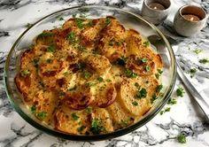 Super nem opskrift på lækre flødekartofler med pikantost. Perfekt som tilbehør til kødretter eller grillmad eller som en del af en større buffet...