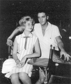 Elvis Presley y Sandra Dee Elvis Presley Family, Elvis Presley Photos, Priscilla Presley, Are You Lonesome Tonight, Bobby Darin, Sandra Dee, Young Elvis, Thats The Way, Vintage Hollywood