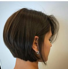 Best Ever Short Bob Haircuts for Women See here the chic styles of short bob haircuts for women and girls to show off in this year. There are so many kinds of short bob haircuts that ladies are being use to wear since last many years. Bob Haircuts For Women, Bob Hairstyles For Fine Hair, Short Bob Haircuts, Celebrity Hairstyles, Wedding Hairstyles, Medium Hairstyles, Haircut Short, Braided Hairstyles, Hair Short Bobs