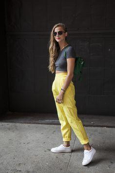 stylist do Refinery 29e eu amo os looks dela tanto quanto adoro o fato de que ela tá sempre de batom laranja ♥︎
