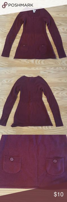 Women's Arizona Sweater This sweater is like new, only worn once! It's got a square neckline and 2 pockets at bottom for added design!! Slimming waistline and super cute worn with leggings:) It's maroon in color!! Arizona Jean Company Sweaters Crew & Scoop Necks
