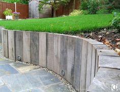 36 ideas sunken garden seating area retaining walls for 2019 Sunken Patio, Curved Patio, Slate Patio, Sunken Garden, Sloped Garden, Retaining Wall Patio, Sleeper Retaining Wall, Landscaping Retaining Walls, Patio Wall