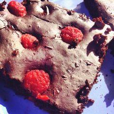 Étcsokis-málnás brownie