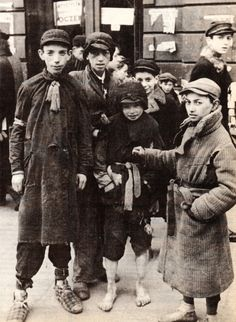 I choose this picture because it shows the poverty of the ghetto. Warsaw Ghetto, 1941 Read about the uprising, those people were incredible. Nagasaki, Hiroshima, Jewish History, World History, Ww2 History, Fukushima, Warsaw Ghetto, World War Two, Historical Photos