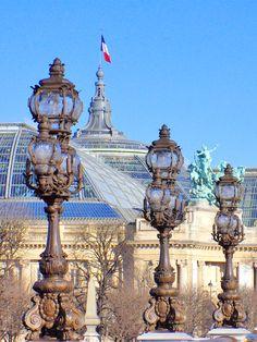 The extravagant lampposts of Pont Alexandre III in Paris