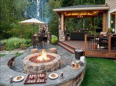 Terrasse und Feuerstelle