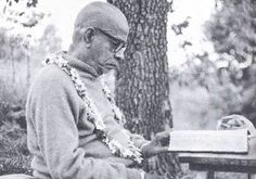 All glories to Srila Prabhupada