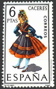 Trajes regionales españoles en sellos  CACERES