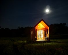 Aaron Maret's 200 sqft Pocket Shelter is an Adorable Tiny Home. Tiny Little Houses, Small Tiny House, Tiny House Living, Tiny Houses, Small Homes, Cottage Living, Tiny House Swoon, Tiny House Design, Tiny House On Wheels