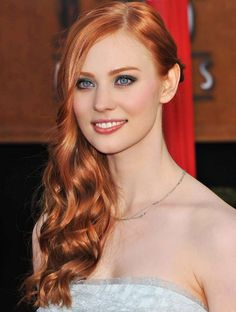 Deborah Ann Woll with Strawberry Blonde Hair Color. See all Celebrity with Strawberry Blonde Hair Color Ideas from Cute Easy Hairstyles - Best Haircut Style and Color Ideas. At Home Hair Color, Red Hair Color, Copper Hair Colors, Red Color, Strawberry Blonde Hair Color, Strawberry Hair, Redhead Makeup, Beautiful Redhead, Beautiful Women