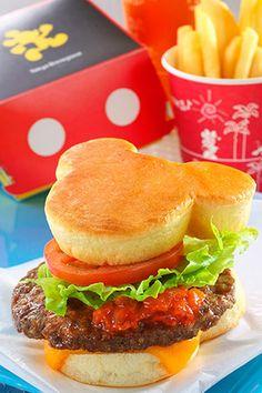 Disney National Hamburger Day (may Comida Disney World, Disney World Food, Disney Themed Food, Disney Inspired Food, Disney Desserts, Disney Snacks, Best Disneyland Food, Cute Food, Yummy Food