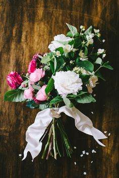 #ombre inspired bouquet tied with ribbon // photo by Cambria Grace Photography, flower design by Pollen Floral Design // View more: http://ruffledblog.com/ombre-flower-arrangement-how-to/