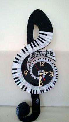 Sol anahtarı mozaik saat / Treble clef mosaic clock Creative Walls, Creative Art, Indian Traditional Paintings, Vinyl Record Clock, Hand Built Pottery, Music Decor, Wooden Wall Art, Mosaic Patterns, Mural Art