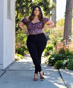 """Gia Sinatra: All about those """"hips"""" jeans 💋💓 Plus Size Womens Clothing, Plus Size Fashion, Clothes For Women, Art Of Beauty, Women's Clothing, Curvy, Woman, Chic, Jeans"""