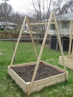 A frame trellis for peas and beans. Run twine or garden netting on all sides. Raised Vegetable Gardens, Veg Garden, Tomato Garden, Fruit Garden, Raised Garden Beds, Vegetable Gardening, Raised Beds, Garden Tools, Tomato Trellis