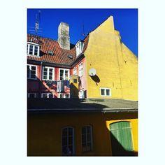 Colors. #colours #colors #blue #yellow #jaune #bleu #blau #blå #city #visitcopengagen
