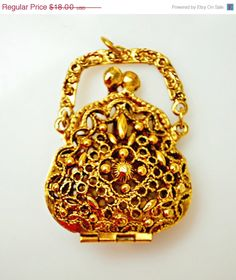 Hey, I found this really awesome Etsy listing at https://www.etsy.com/listing/202487205/vintage-art-mode-gold-tone-purse-locket