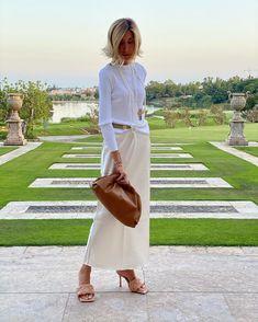 Rome Fashion, Italy Fashion, Fashion For Women Over 40, Fashion 2020, London Outfit, Spring Summer Fashion, Autumn Winter Fashion, Skirt Fashion, Fashion Outfits
