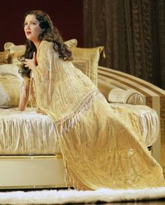SF Opera - La Traviata, Anna Netrebko #VerdiMuseum