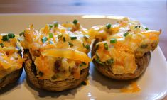 Pub-Style Cheesy Stuffed Mushrooms (low carb, low calorie, SouthBeach Diet) from Seasonal and Savory #SkinnyMama. Visit www.barhyte.com