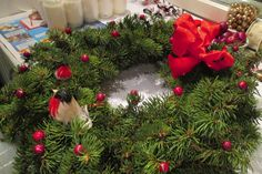Näin teet jouluisen kranssin – ÄKS Christmas Wreaths, Holiday Decor, Home Decor, Decoration Home, Room Decor, Home Interior Design, Home Decoration, Interior Design