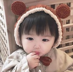 Soo vety much cutir! Cute Baby Boy, Cute Little Baby, Mom And Baby, Little Babies, Cute Kids, Baby Kids, Cute Asian Babies, Korean Babies, Asian Kids