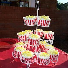 cute cup cakes that look like popcorn@lani this would we a awesome idea for maddys carnival party